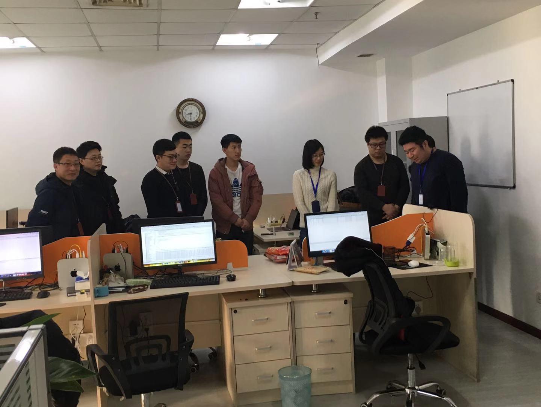 毎朝、大連と日本開発チームリモートで朝礼に参加している